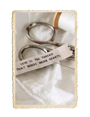 Tyg märkband med text, love is the tread